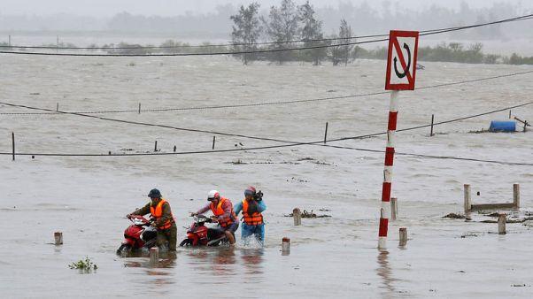 Wind and rain lash Vietnam as Typhoon Doksuri hits