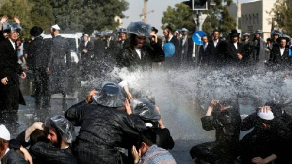 Israël: les juifs ultra-orthodoxes protestent contre le service militaire obligatoire
