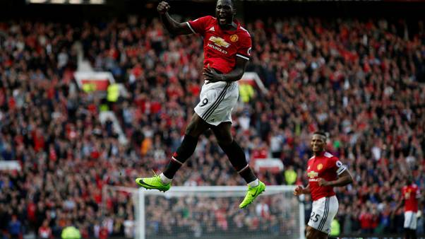 United thrash Everton with late flurry of goals