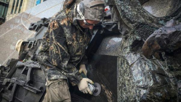 Russie: la statue de Kalachnikov modifiée après une erreur