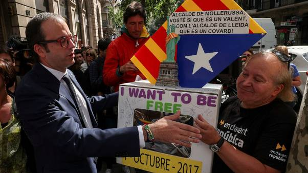 Catalan mayors exercise right to remain silent in referendum questioning