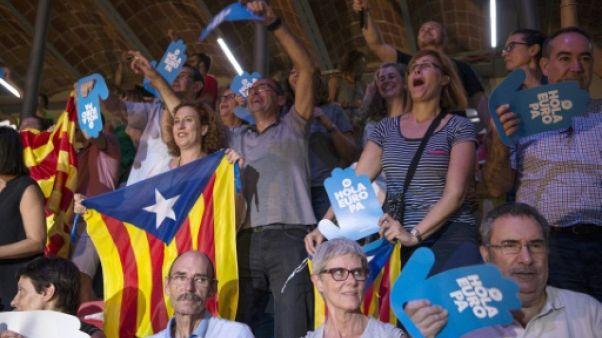 Référendum en Catalogne: la police saisit 10 millions de bulletins de vote