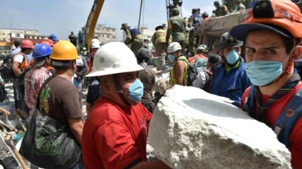 Séisme au Mexique: une foule de volontaires prête main forte aux secours
