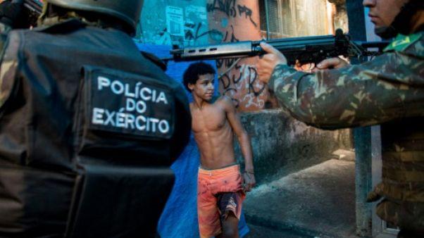 Fusillades dans une favela de Rio: un millier de soldats déployés