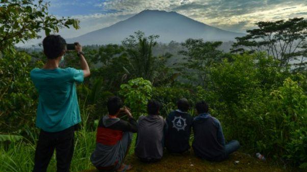 Bali: 50.000 habitants évacués par crainte d'éruption d'un volcan