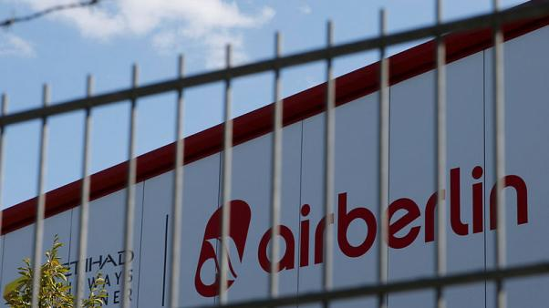 IAG CEO confirms bid for Air Berlin, sees it going to Lufthansa