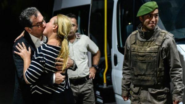 Turquie: un journaliste d'opposition libéré, 4 restent détenus