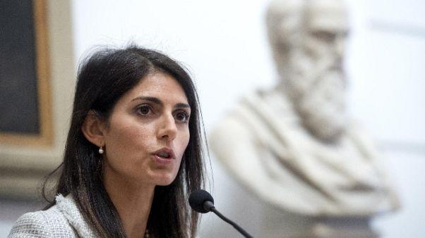Roma: chiesto giudizio Raggi per falso