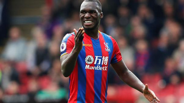 Palace's Benteke out for six weeks with knee injury