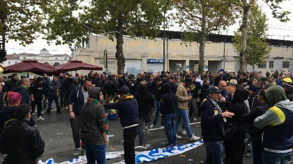 Calcio: caos Modena,la rabbia dei tifosi