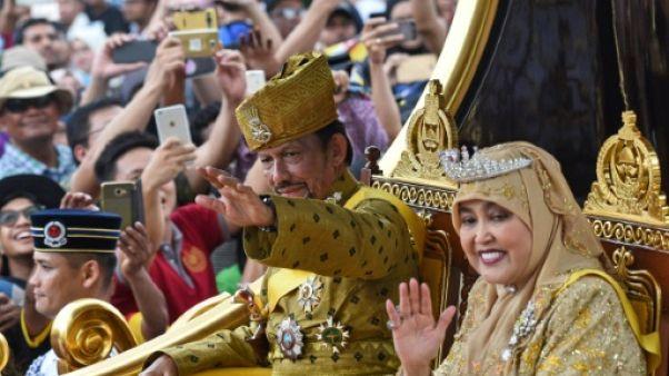 Brunei: le sultan bling-bling fête en grande pompe 50 ans de règne
