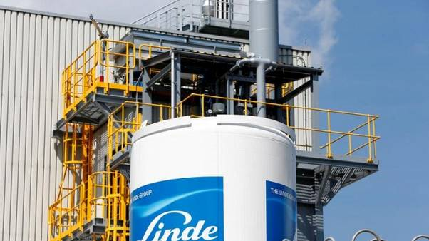 Linde urges investors to exchange shares for Praxair merger
