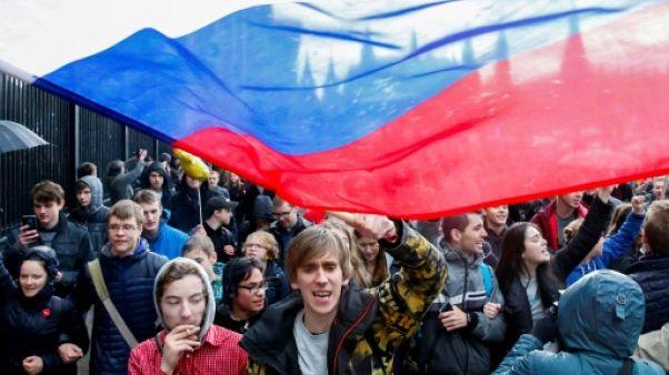 Russie: au moins 270 arrestations lors de manifestations pour l'anniversaire de Poutine