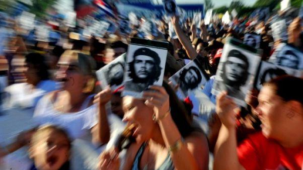 """Cuba s'en prend à """"l'impérialisme"""" américain pour les 50 ans de la mort du """"Che"""""""