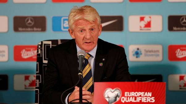 Strachan stands down as Scotland manager