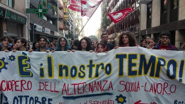 Scuola-lavoro, protesta studenti a Bari