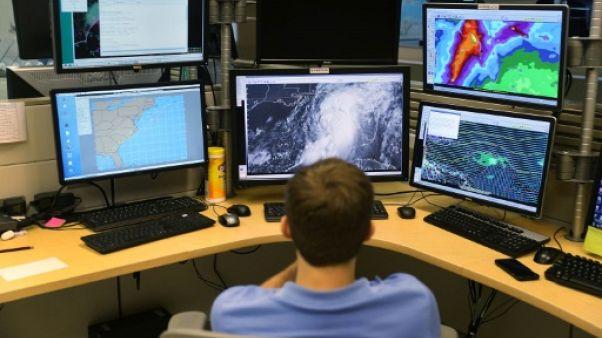 Dans l'Atlantique, l'ouragan Ophelia se dirige vers les Açores