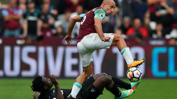 West Ham players must be smarter to avoid red cards, says Zabaleta
