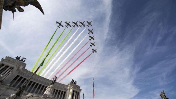 4 novembre:Tricolore su palazzi militari