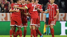 Joshua Kimmich félicité par ses coéquipiers du Bayern après un but contre le Celtic, le 18 octobre 2017 à Munich