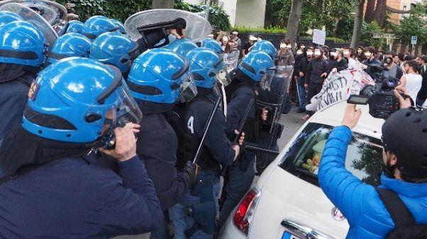 Treviso,protesta antagonisti stand Lega