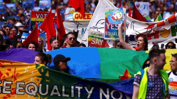 Thousands rally for gay marriage before Australian postal vote closes
