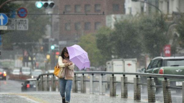 Japon: des pluies et vents charriés par un typhon font deux morts
