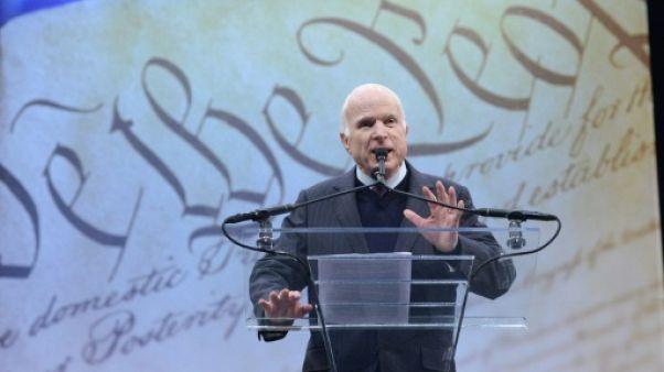 John McCain ironise sur l'exemption de service militaire de Trump