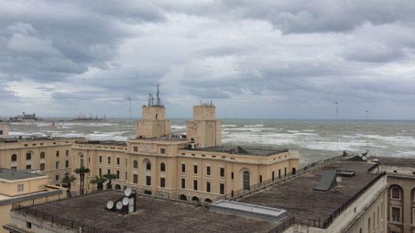 Maltempo: traghetti fermi in porto Bari