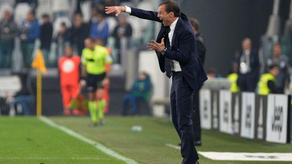 Inter survive late Sampdoria fightback to go top