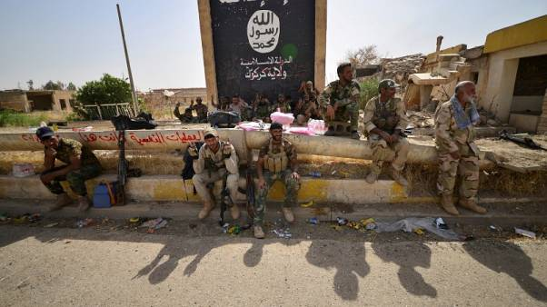 Iraq, Syria converge on Islamic State's last strongholds