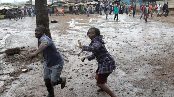 In Nairobi slum, rock-throwers, police keep voters at bay