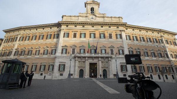 Bandiera fascista a Montecitorio,fermato