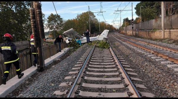 Ultraleggero cade su Av a Roma, 2 feriti