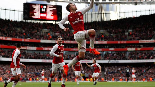 Arsenal come from behind to beat Swansea 2-1