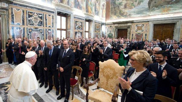 Papa a Europa, non costruire trincee