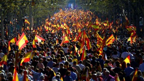 Catalogne: des milliers de manifestants anti-sécession à Barcelone