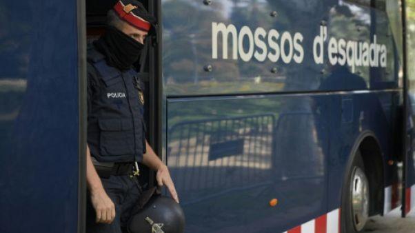 Sous le feu croisé de Barcelone et Madrid, la police catalane divisée