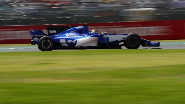 F1: caos al via, Hamilton-Vettel ai box