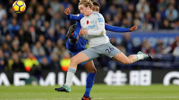 Soccer Football - Premier League - Leicester City vs Everton - King Power Stadium, Leicester, Britain - October 29, 2017   Leicester City's Demarai Gray in action with Everton's Tom Davies    REUTERS/Darren Staples