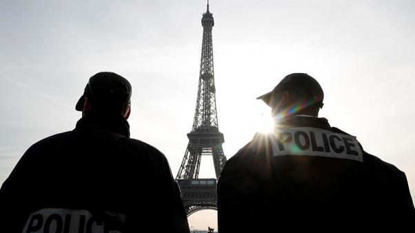 French arrest nine, Swiss one in joint anti-terrorism swoop