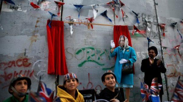 """Cisjordanie: Banksy organise une """"cérémonie d'excuses"""" pour la déclaration Balfour"""