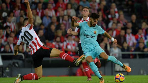 Barca left without midfielders Roberto and Gomes for a month