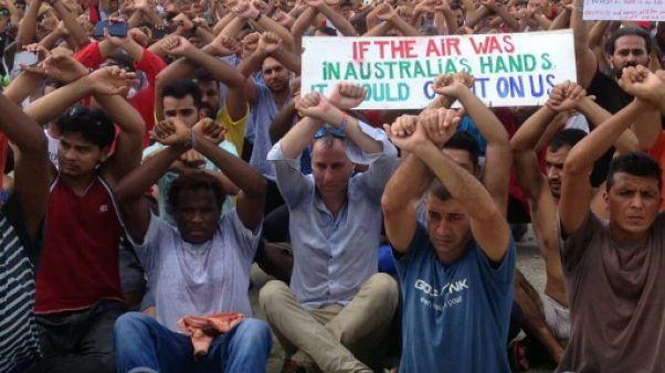 Camp de réfugiés en Papouasie-Nouvelle-Guinée: l'ONU appelle l'Australie à désamorcer la crise