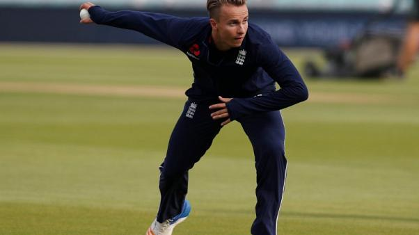 England call up Curran to replace injured Finn for Ashes