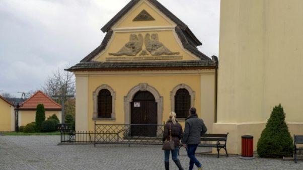 En Pologne, une prière aux morts dans la Chapelle des crânes