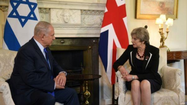 """Grande-Bretagne: devant Netanyahu, May brocarde les colonies israéliennes, """"obstacle"""" à la paix"""