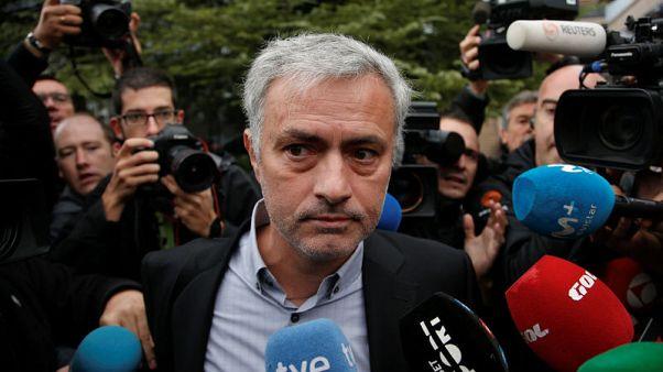 Man Utd boss Mourinho in Madrid courts before Chelsea reunion