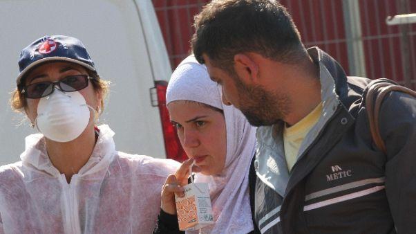Nave a Salerno, morte 26 migranti