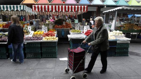 Shoppers buy fruit and vegetables from market stalls, on the north side of Dublin, Ireland October 2nd, 2010. REUTERS/Cathal McNaughton